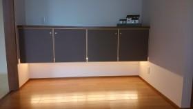 間接照明のある玄関収納