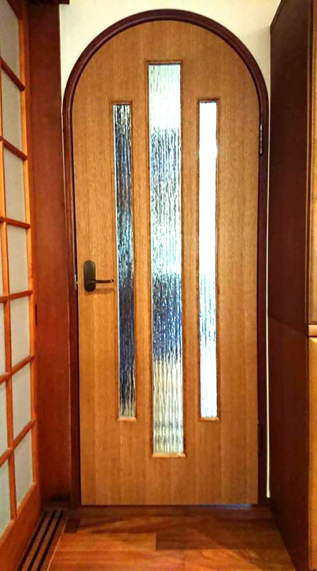 アールのドア